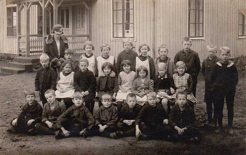 Detta är ett skolfoto från Arups skola Vet inte vilket år men tvillingarna  är födda 1919. Insänt av Kurt Borg. 677cf5e8d5c17